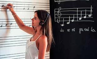 Pizarra SkinMusic con pentagramas impresos para escribir partituras con rotulador en conservatorios